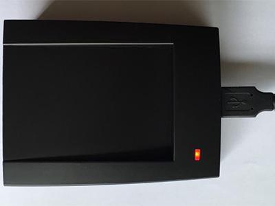 微耕 台式发卡器 通讯方式: USB 即插即用 供电: USB直接供电 ( 5VDC 小于100毫安 )  输出格式: 计算机标准键盘格式 wiegand26标准8位卡号或者wiegand34标准的10位卡号 ( 拨码选择,缺省为Wiegand26 )  输入格式: EM ID卡,Mifare one卡 ( 同时兼容 ) 读卡距离: 1-6厘米 (该参数为实际距离,感应的距离和卡片的类型相关)  外观尺寸: 106mm * 82mm * 25mm  工作温度: -20℃至60℃ 相对湿度: 0-95\%