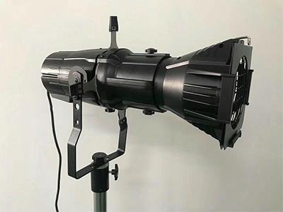 艺博 150WLED成像灯 LR-XQ002名称:150w成像灯 功率:150w 电压:AC100-220V,50HZ/60HZ 光源:晶
