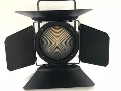 艺博 LED聚光灯 LR-XQ007输入电压:AC110-240V/50-60HZ LED光源:LED集成200W一颗 色温:3200-3500K 使用