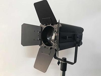 艺博 led200W影视聚光灯 LR-XQ008输入电压:AC110-240V/50-60HZ 总功率:200W LED光源:COB200W双色温 色