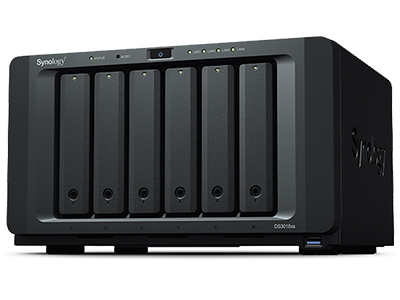 DiskStation DS3018xs CPU 双核心 Turbo Boost 高达可达 2.6 GHz 内存容量 8GB DDR4 ECC RAM,高达 32GB 性能出色 读取效能高达每秒 2,231 MB,顺序访问 IOPS 高达 265,000 次  可扩展性 可搭配两个 DX1215 扩充至 30 个硬盘