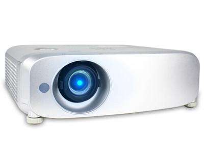 松下PT-X3261STC   寬屏 投影儀 加強版強光感應功能;鏡頭垂直方向位移功能;實時梯形矯正;1.6倍變焦;HDMI*2、USB接口;曲面校正功能;全新直排式冷卻散熱系統;密閉機殼結構設計;