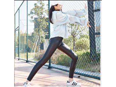 皮皮裤-闪电款(厚款) 1、恒温保暖2、收腹提臀 3、燃脂瘦腿4、塑型暖宫 5、超级百搭6、舒适透气 5A级仿真皮裤,企鹅绒、不掉档、弹性好、超透气,时尚显瘦,拉长身高