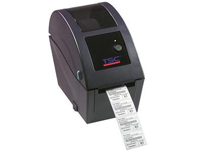 TSC TDP-225系列  高品质双层ABS塑胶外壳 贝壳式掀盖设计,耗材安装简易 印字头抬起感测器、穿透式(纸张间距)感测器及反射式(黑线标记)全域可调式感测器 标准配备串列埠及USB 2.0连接埠 随机附赠世界级条码标签编辑软体,可支援资料库列印