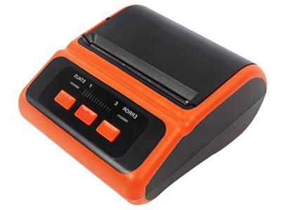 佳博 GP-Q80便携式打印机  支持80mm宽常用热敏纸,纸厚0.06~0.08mm。 可容纳50mm直径纸卷。 2200mAh/7.4V可充电锂电池,采用高性能电芯,循环寿命长。 5V-2A电源适配器,AC100-240V宽范围输入,负载能力强。 采用低功耗机芯,同样电池,打印时间更久,打印效果更佳。