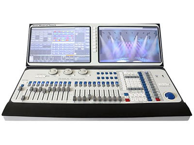 YG-DUAL TT SUPER  采用功能强大的泰坦(Titan)9.1版本操作系统 酷睿i7CPU,金士顿120GB高速固态硬盘,金士顿4GB内存; 控台自身配置12个光电隔离信号输出口(6144通道) 内置2个15.6寸高分辩率触摸屏(工业屏), 屏幕可在控台上用按键组合键电动调整角度0至125角度之间。另配带1个轨迹球鼠标,轻松上手选择菜单操作。 内置无需220V外部电源可启动的UPS