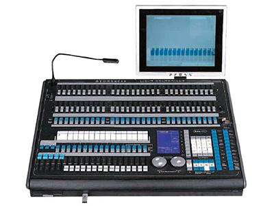 YG-Pearl 2010 珍珠控制台  可用U盘及软驱输灯库 DMX512/1990标准,2048个DMX控制通道 四个光电隔离独立驱动信号输出端口,可抗2000Vrms电气冲动。 独立电源独立信号,可以控制40通道最多240台电脑灯和240路调光 320x240大屏幕显示所有操作和变化及输出
