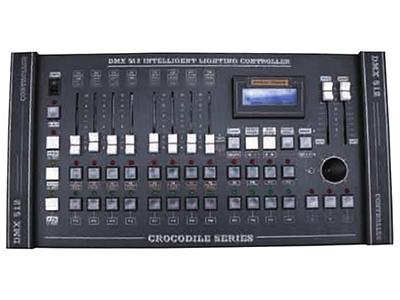 YG-DMX2024 小锷鱼2024控台  DMX512/1990信号输出504个控制通道 LCD液晶显示屏,LED指示灯,可同时控制20台24通道电脑灯+24调光通道, 8个通道的控制推子,一个可设置的摇杆装置,可提灯操作:24个走灯程序,可以循环运行程序, 每个程序最大40步;可以同时运行8个程序;共960个电脑灯走灯程序步; 0-25.5秒的场景渐变时间(Cross)调节范围; 0.1-25.5秒的走灯速度(Speed)调节范围;各程序速度、渐变值自动记忆;512K大容量记忆
