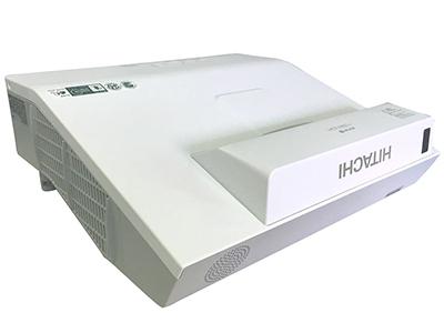 日立 HCP-A827+ 投影机 2600流明 1024*768分辨率 16000:1对比度 全密闭反射式短焦、电动聚焦1.35倍数码变焦、边角校正,水平和垂直梯形校正