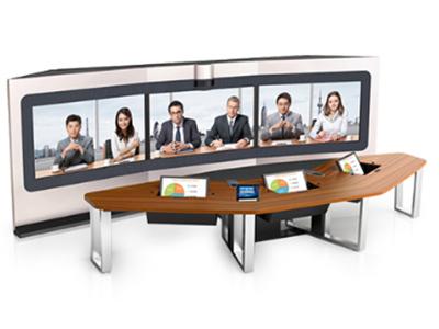 TP系列沉浸式智真 華為TP系列沉浸式智真適用于專業會議室,可實時召開遠程會議,提升溝通效率,采用全新編解碼器和華為專利的全景攝像機,以及55/65/70英寸顯示屏,帶來清晰流暢的沉浸式體驗;采用專業的多聲道音頻技術,實現身臨其境般的聲像同位體驗。