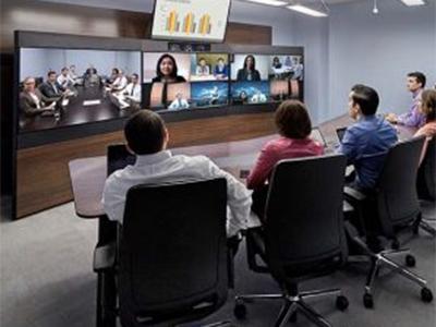 """寶利通  RealPresence Immersive Studio Flex 與以往不同的視覺體驗,遠遠超過傳統的視頻會議。超薄 65 英寸顯示器上令人驚嘆的視頻質量(升級到 4K),并結合先進技術,經過微調,提供業內最佳的視頻體驗。一個真正的""""面對面""""體驗,可讓用戶滿意,并提高了普及率和使用率。"""
