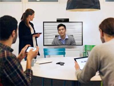 寶利通  RealPresence Debut Polycom RealPresence Debut 是一款專為小型會議室及其他小型會議空間打造的企業級視頻會議解決方案,外觀簡潔,性價比高。它可為小型企業提供極具成本效益的協作方式,取代以聊天為主的消費級溝通工具,大大提高協作效率。