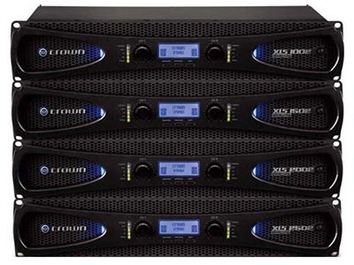 "CROWN XLS 1002/1502/2002/2502  XLS Dr iveCore"" 2系列是XLS Dr iveCore""系列的升級產品,繼承了前代的優秀品質,采用了全新的外觀設計,加大了LED顯示屏,更高效的DSP控制及高通濾波的提升,采用CROWN專 利的Dr ivrCore技術和可選擇的輸入靈敏度,在4Ω橋接驅動下驅動2400W,并具有多余的靜空空間,確保清晰,無失真的信號直接連接到揚聲器,確保您將在任何場地都能獲得強大、純凈的聲音體驗。"