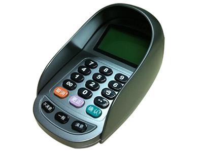 密码键盘  南天密码键盘广泛应用于银行、保险等金融机构的柜面,用于输入客户的个人密码。目前南天密码键盘已由早期的简单密码输入功能,发展到支持DES、3DES加密、国密算法、语音评价甚至配备了大屏幕彩色液晶,使其具备了较强的交互功能。