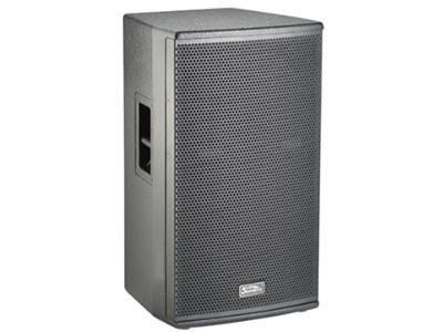 """音王  15"""" 两分频全频音箱   """"类型    15"""""""" 两分频全频音箱   频率响应  43Hz~20kHz(-10dB)      48Hz~18kHz(±3dB)   灵敏度(1W@1m)   97 dB   额定阻抗    8Ω   额定功率    600W(连续),2400W(峰值)   分频点   1.5kHz   低音单元  中低音 / 100mm音圈   高音单元   钛/peek复合膜 / 75mm音圈   覆盖角(水平x垂直)   80°x60°   最大声压级(@1m)  )  131dB(峰值"""