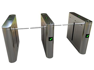 一字闸Z02BD  该设备将机械、电子、微处理器控制及各种身份识别技术有机地融为一体,方便兼容IC卡、ID卡、条码卡、指纹等读卡识别设备的使用,通过选配各种身份识别系统设备和采用性能可靠的安全保护装置、报警装置、方向指示等,协调实现对通道智能化控制与管理等。 分为:单机芯:用于单通道和多通道;双机芯:用于多通道。 【功能特点】 ● 具有故障自检和报警提示功能,方便用户维护及使用;  ● 通过主控板上的内置小按盘,可编程设备的运行状态;  ● 机械结构、感应双重防夹功能,在一字棍复位的过程中遇阻时,自动停止或在默