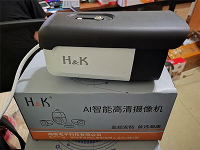 H&K瀚康暖光全彩音頻槍機(天視通))(高配) 像素:300萬像素(標簽為400萬,方便銷售)  補光:下掛六顆暖光燈  內置拾音