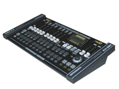 "380控台  YR-380 ""电源:DV9V 1000毫安 •DMX信号输出连接器:XLR - D3F •DMX 512/1990标准 •504Channels •液晶背光显示屏 •可以控制20台电脑灯,每台电脑灯最多24通道。 •24个调光通道 •8个通道控制推子 •一个可设置的摇杆装置 •可以手动操作 •12个可编程步序(每个步序可编40步) •480步 •两步"