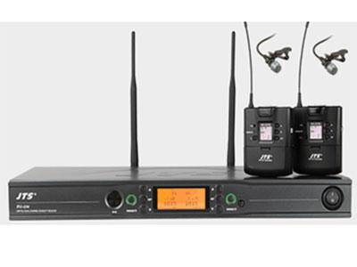 """JTS  RU-236/                             RU-G3TB+CM-501*2双领夹咪 """"UHF PLL双频道自动选讯 载波频率范围:470~960MHz,36MHz频宽,1441个频点可调,预设6个群组,每组最多23个不相干频道,搭载JTS最新专利REMOST U超音波对频传输技术,可同步设定频道、频率、话筒感度、发射功率等参数至发射机,接收机接收灵敏度SQ值可调,液晶面板显示:群组、频道、频率、天线A/B、静音、AF/RF显示、电池电量等,BNC母座天线接口,提供DC12~15V/100mA供电"""""""