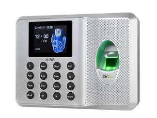 中控  指纹识别考勤终端XU200 采用2.4寸高清彩屏,超薄、简约的结构设计,让其更显时尚美观,整机采用的倾角设计,符合人体工程学