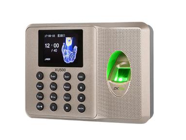 中控  指纹识别考勤终端XU500 采用2.4寸高清彩屏,超薄、简约的结构设计,突显时尚美观的造型,整机采用的倾角设计,符合人体工程学