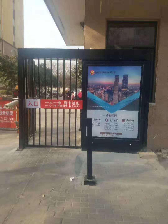 郑州小区平移门  带广告灯箱 小区门禁系统支持大小定制,人脸识别 指纹识别  刷卡识别等各种功能