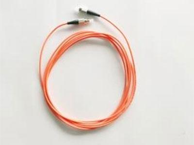 厚德纜勝 光纖智能跳線 ◎通過雙探針與配線架雙觸點進行連接  ◎采用LED等識別技術更加方便用戶識別跳線的連接端  ◎采用加雙針跳線技術可以滿足無需跳線和配線架連接,只需要跳線一端連接在配線架上,就可以找到跳線的另外一頭  ◎配合IMU的使用,在機房、配線等內大量跳線使用的情況下快速識別跳線