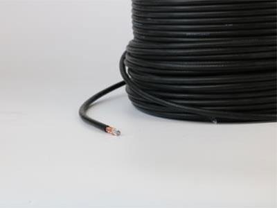 厚德纜勝  SDI高清線 Ø  產品標準:GB/T14864-2013;  Ø  使用溫度:-15-70℃  Ø  芯線為無氧銅(純度99.99\%)單根直徑1.0MM,允許誤差為0.005MM。  Ø  編織鍍錫銅絲144P。  Ø  采用無鉛聚氯乙烯護套,護套外徑為8.0MM,允許誤差為0.02MM。  Ø  突破高清線纜傳輸百米的局限,可根據設備要求和選用規格最遠可達到650米的高清傳輸。  Ø  成卷規格:200米/卷,長度誤差