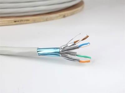 厚德纜勝  6A類4對屏蔽電纜 F/FTP ◎通過CE、ROSH、FCC、REACH及國內信息產業部的認證  ◎帶寬:≥250MHz  ◎導體材料和直徑:無氧圓銅線(純度99.99\%)23AWG  0.57±0.02mm  ◎具有高品質電氣及機械性能Cat.6數據銅纜,滿足高端需求  ◎采用鋁箔對對屏蔽及鋁箔總屏蔽,達到極其好的抗外部電磁干擾和抗線對電磁干擾的屏蔽效果
