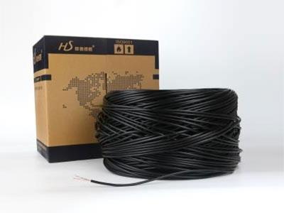 厚德纜勝  超五類4對室外電纜 ◎ 結構:單股裸銅線,聚乙烯(PE)絕緣,兩根絕緣導體扭絞成對,聚酯薄膜及耐氣候黑色聚乙烯護套。  ◎ 標準:國標YD/T 1019-2013;ANSI/EIA/TIA-568-C.2;  ISO/IEC11801。  ◎ 適用于適宜室外架空和管道使用,可以防止潮氣侵入。應用范圍支持10BaseT、100 BaseT、ATM以太網、令牌環TO-PMD語音、電話、多媒體各類網絡應用。