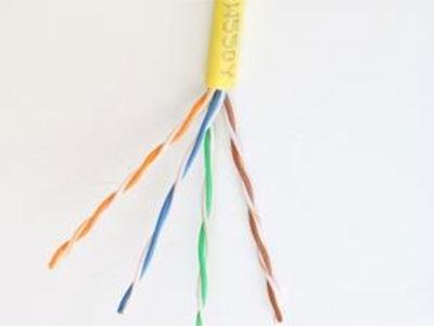厚德纜勝  超五類4非屏蔽電纜 ◎ 通過CE、ROSH、FCC、REACH及國內信息產業部的認證。  ◎ 帶寬:≥250MHz   ◎ 導體材料和直徑:無氧圓銅線(純度99.99\%)23AWG 0.57±0.02mm。  ◎絕緣一致性提供了更低的傳播延遲偏差  ◎外徑較小,安裝時不易扭絞和卡住  ◎室外雙絞線采用PE外護套,適用于室外架空和管道使用,可以防止潮氣入侵