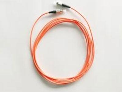 厚德纜勝  光纖跳線  ●  低插入損耗  ●  低回波損耗  ●  擁有多種型號的接頭及單模、多模多種規格  ●  插芯端面類型:UPC、APC  ●  光纖端面高精度研磨,擁有最高的連接性能