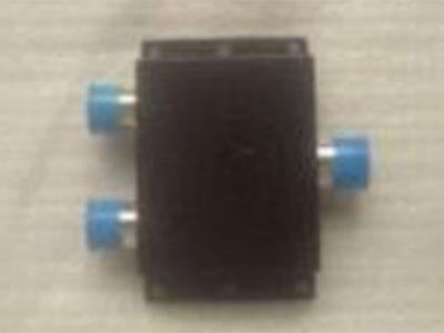 功分器功分器全称功率分配器,是一种将一路输入信号能量分成两路或多路输出相等或不相等能量的器 件,一个功分器的输出端口之间应保证一定的隔离度。