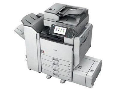 理光5002 数码复合机  颜色类型:黑白     最大原稿尺寸:A3  复印分辨率:600×600dpi     速度类型:中速  复印速度:50cpm     主机尺寸:670×682×760mm  重量:约85kg