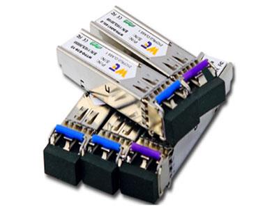 源拓  SFP光模块 SFP SD ◆  双/单LC光接口  ◆  热插拔,符合SFP MSA和SFF-8472要求  ◆  1310nm FP LD发射或1310 DFB LD发射或1550 DFB LD 发射  ◆  PIN PD 接收或APD PD接收  ◆  +3.3V单电源  ◆  金属封装,良好的EMI和EMC性能  ◆  工作速率:OC-3/STM-1,OC-12/STM-4,OC-24/Gigabit Ethernet,OC48/STM-16  ◆  可靠性满足Bellcore 468  ◆