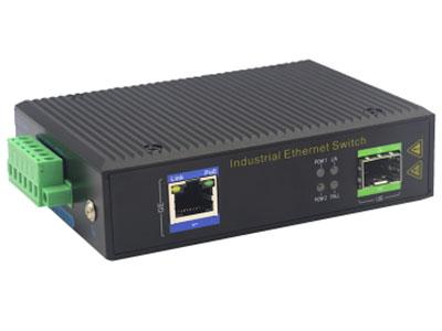 宇航光通  千兆1光1电SFP 非网管工业级PoE交换机 ZXD11GP-SFP 1路千兆POE电口+1路千兆FX光口工业级以太网POE交换机,支持1个10/100Base-TX电口和1个100Base-X光口。产品符合FCC、CE、ROHS标准。YHD11GP系列交换机具有-40℃~85℃的工作温度,具有超强的坚固度能适应各种严苛环境,也可以非常方便的安置在空间紧凑的控制箱中。导轨的安装特性、宽温操作及拥有IP40防护等级的外壳及LED指示灯,使YHD11GP成为一个即插即用的工业级设备,为用户的以太网设备联网提供可靠、便捷的解决方案。