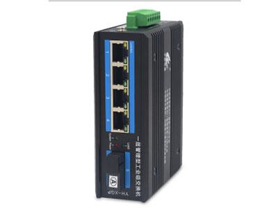 宇航光通   百兆1光4电一层网管工业交换机 YH-XGP-14F 4路百兆电口+1路百兆FX光口工业级以太网交换机,支持4个10Base-T/100Base-TX电口和1个100Base-X光口。产品符合FCC、CE、ROHS标准。YH-XGP-14F系列交换机具有-40℃~85℃的工作温度,具有超强的坚固度能适应各种严苛环境,也可以非常方便的安置在空间紧凑的控制箱中。导轨的安装特性、宽温操作及拥有IP40防护等级的外壳及LED指示灯,使YH-XGP-14F成为一个即插即用的工业级设备,为用户的以太网设备联网提供可靠、便捷的解决方案。