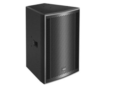 科达  KE-12高端夹板专业箱 KE-12为公司主推多功能音箱KE系列中一员;采用单12寸低频驱动单元,1个1.75寸进口高音,配合高效率的二分频内置电路,具有出色的音质效果,极高的动态余量;优良的语言清晰度,非常适合要求高音质的场所使用;箱体采用进口桦木板材,耐磨点漆处理;多边造型减小内部驻波形成,且可适用于舞台返听;具有高强度的金属底眼设计,可完美搭配本公司的SUB系列表现更好的低音效果;箱体外部设计多点吊挂装置适应不同场地环境。                                 系统类型(SYSTEM TYPE):