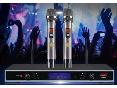 """特美声 KT8862T100组调频双手持 """"1.综合性能 频率范围:600-900MHZ    调制方式:宽带FMM        可调范围:50HZ      频道数目:100(或200) 频道间隔:250KHz        频率稳定度:+0.005\% 内   动能范围:100dB     最大频偏:+45KHz       音频响应:80Hz-18KHz    综合信噪比:>105dB      综合失真:<0.5\%    工作温度:-10℃-40℃         2.接收机 使用电源电压:AC220V/50Hz    消"""