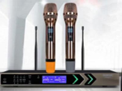 """特美声  KT8863T KTV娱乐话筒(100个频点/金色咪/娱乐话筒) """" 频率范围: 630-718MHz    调制方式: 宽带FM 可调范围: 88MHz        信道数目: 100组 信道间隔: 1000KHZ以上   频率稳定度:±0.005\% 动态范围:100dB       最大频偏:±15KHZ 音频响应: 80Hz-18KHz(±3dB)  综合信噪比:>105 dB 综合失真: ≤0.5\%     工作温度: -10℃ ~+40℃ 接收机方式:二次变频超外差  中频频率:第一中频:110MHz,10.7MHz 无线接口:BNC"""