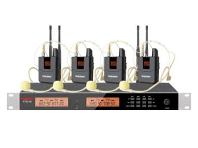"""特美声 KT43-40T一拖四头戴 """"1.频率范围UHF 650.00MHz-709.70MHz频段 2.调制方式DQPSK 3.可调信道数200信道 4.信道间隔300KHz 5.振荡方式PLL锁相环频率合成 6.频率稳定度≤20ppm 7.动态范围 100dB 8.频率响应 20HZ-20KHz(±3dB) 9.综合信噪比≥96dB 10.综合失真度≤0.05\% 11.发射功率 ≤10dbm 12.接收灵敏度 96dbm 13.输出阻抗 1KΩ 14.工作距离 30m~100m  """""""