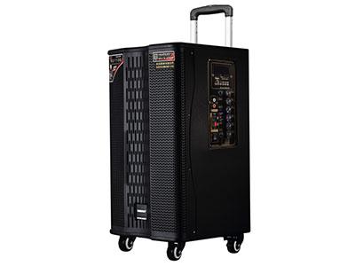 """特美声  GD08-27 """"喇叭尺寸:低音8寸、80磁高音 功率:100W 电池容量:5.5Ah/12V  话筒:专用高端(U段)美声话筒,自带六种混响效果 功能:5.8G无线互联 消原音伴唱,蓝牙,语音,录音,音频输出,话筒优先,外接12V 、大功率 材质:高密度中纤压缩喷木箱(镭雕LOGO) 轮子:万向轮 适用场合:广场舞,户外演出,商务促销,商务会议,大中小商演,旅行聚会,导游"""""""