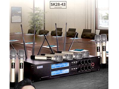 """山水 SK28-43 """"一拖八产品参数:  1. 接收机频道数:八频道 2. 机箱规格:EIA标准2U(八频道) 3. 接收方式:CPU控制自动选讯接收 4. 频率震荡模式:PLL锁相环回路 5. 载波频段: UHF 605-655MHz(可使用的频率取决于当地的规定) 6. 频率配对:一键红外对频设定 7. 调制方式: FM 8. 频道数目: 320个 9. 频带宽度: 50MHz 10. 频率稳定度:≦±0.005\%(-10~60℃) 11.接收距离100米左右"""""""
