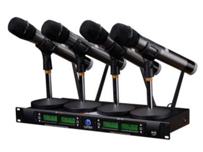 """山水 SK7-43 """"一拖四,4个话筒 智能休眠,防跌落 离手静音 时尚外观设计 高端全铝合金UHF麦克风"""""""