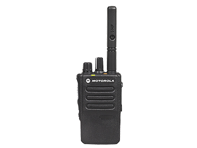 摩托罗拉 E8600I/E8608I 数字对讲机 保持更清晰、更安全通信的同时,您可以更自由地活动