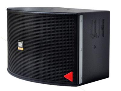 威皇 UK-510 1.精密四驅動KTV包房揚聲器 2采用先進的技術,專為卡拉OK唱歌而設計。 3.根據房間大小,可以改變揚聲器的高度和距離,以獲得最佳音效。 4. 內置高音揚聲器保護電路。