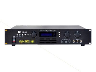 威皇 H-4.0 專業功放 1.自主研發3×DSP數字處理技術 2.使用編碼器控制音樂和人聲的總音量,可以自由設置最大音量 3.LED藍屏,大旋鈕控制,全面高貴,操作簡便,一目了然 4.7段均衡器調節音樂和麥克風音調,可調低切頻率 5.獨立研發專業防嘯叫技術 6.音樂,麥克風,效果啟動音量設置和最大音量鎖定功能 7.USB交互式軟件控制界面 8.DSP系列雙效卡包放大器為KTV系統提供了完美的解決方案。