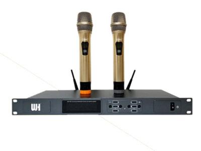 威皇 BH-666VIP 專業無線麥克風  1.采用UHF超高頻段,比傳統的CHF頻段干擾更少,傳輸更可靠; 2.采用世界先進的數字導頻技術,杜絕竄頻斷頻現象,即裝即用; 3.音量鎖定功能,防止誤操作(旋鈕式接收機除外); 4.智能音量衰減功能,在保證最佳音色前提下,有效防止嘯叫; 5.真正的噪分離接收技術,自動識別較強信號,先進的音碼鎖定電路,輕松應對各種環境,使用無憂.