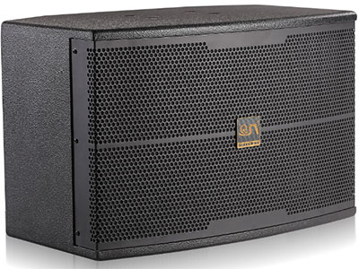 "QSN/韵强/英国)CK40卡拉OK音箱 ""配置一个台湾进口10寸低音,1个4寸纯中音,1个3寸纸盆高音,2个丝膜高音标准四分频模式,结合箱体的结构及喇叭的相位特点,分成左右配对使用;前导的设计确保中高频通透且低频富有包围感,声压级完全可以媲美一对12寸专业箱,适合用在20-15平方的KTV包房。音箱卡拉OK包房音箱主要针对中国人KTV包房""人声卡拉OK—HI唱""功能而设计制造。它有通透的高频人声表现力,丰满的中频厚度,强劲的低频力度,使之再次成为ktv包房的明星产品。 额定阻抗:8 Ohms 额定功率: 300 W 最大功率: 600"