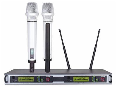 "QSN/韵强/英国)K102真分级一拖二无线话筒 ""接收机 RECEIVER频率范围Frequency range:  740—800MHz可调信道数Adjustable number of channels:  100X2=200震荡方式Vibration mode:  锁相环(PLL)频率合成频率稳定性Frequency Stability:  ±10ppm接收方式The receiving mode:  超外差二次变频分集类型Diversity Type:  双调谐眞分集自动选讯接收灵敏度Receiver sensitivity:  -95dBm"